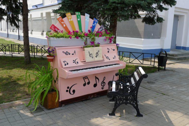 Возле Дома музыки появилось арт-пианино