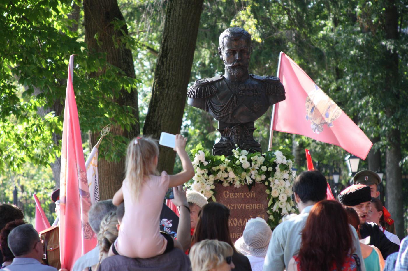 В Калуге прошло официальное открытие бюста Николаю II