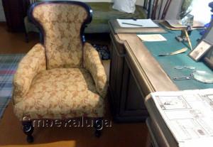 Кресло Циолковского (на столе справа лежит дощечка) калуга