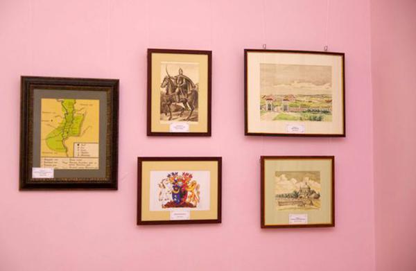 Воронежский областной литературный музей представил в Полотняном заводе выставку в рамках проекта «Слово»