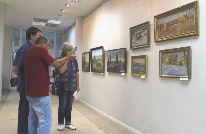 В Доме художника открылась выставка «Пленэры в национальном парке «Угра»