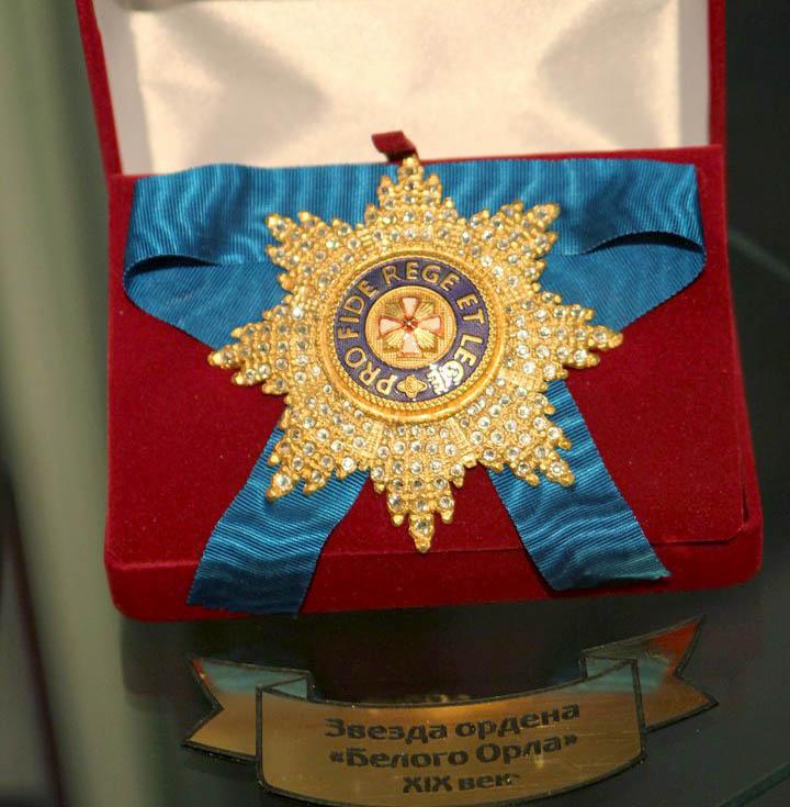 В усадьбе Золотарёвых открылась выставка российских монет, гербов, орденов и медалей из частных коллекций