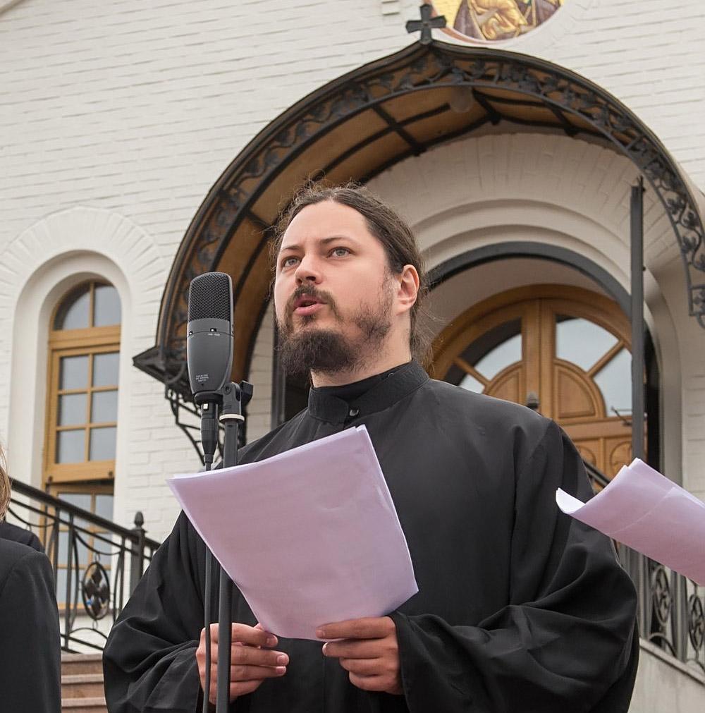 Иеромонах Фотий во Владимирском скиту представил гимн праздника в честь годовщины Великого стояния на Угре