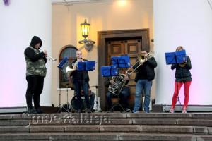 Оркестр на порожках здания театра калуга
