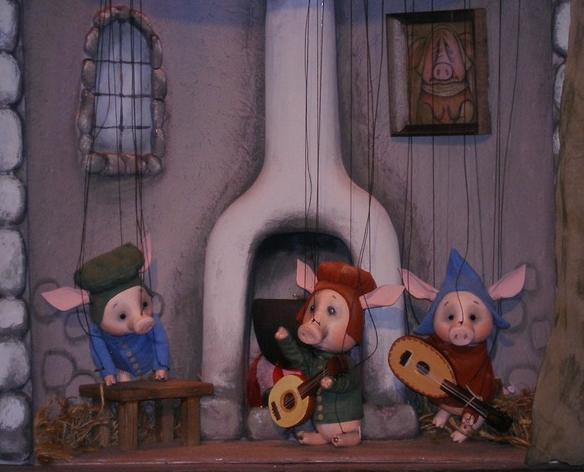 Спектакль «Три поросёнка» в Калужском театре кукол