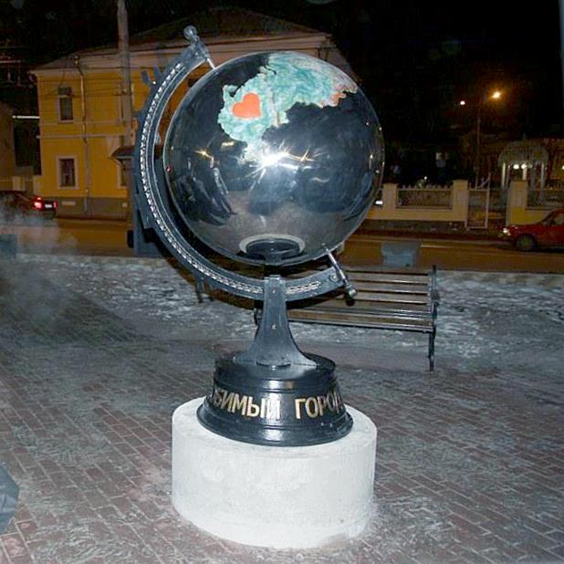 В городе открыли новый арт-объект: глобус с изображением России и Калуги