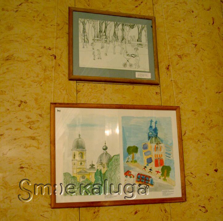 Фойе концертного зала КОМК им. С. И. Танеева украсили детские рисунки, посвящённые истории Калуги