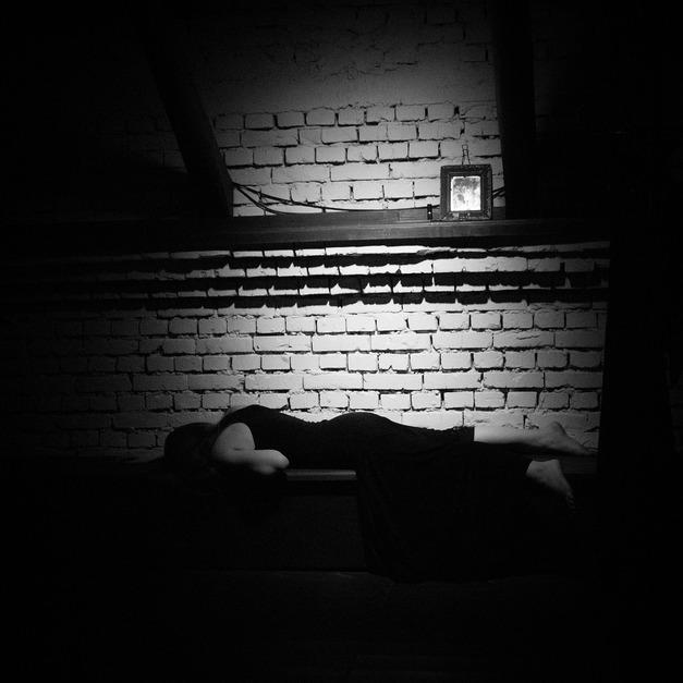 Калужский драматический театр представил игру с текстами Достоевского в моноспектакле «Исповедь горячего сердца»