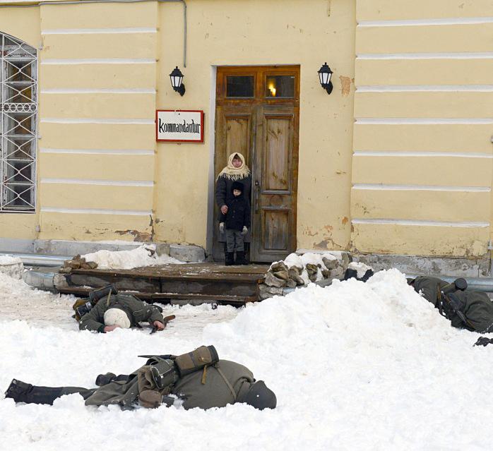 В дворе усадьбы Золотарёва прошла военно-историческая реконструкция, посвящённая освобождению Калуги от оккупации