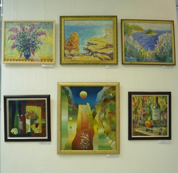 В выставочном зале Дома художника работает выставка-продажа «Рождественская»