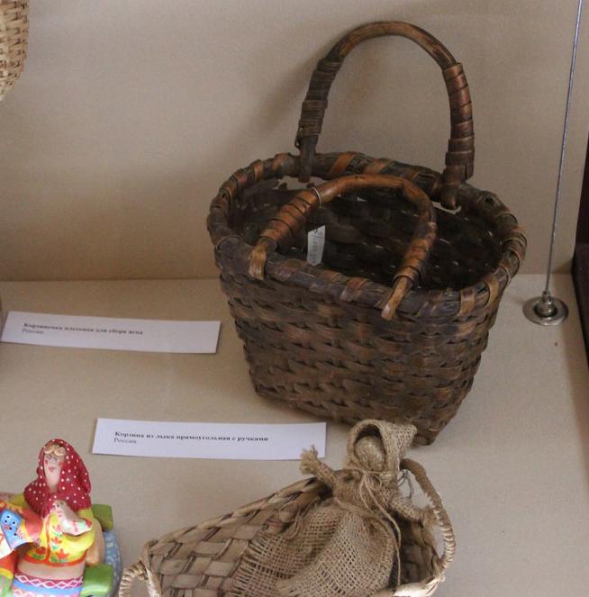 В палатах Коробовых работает выставка старинных товаров «Весёлая ярмарка»