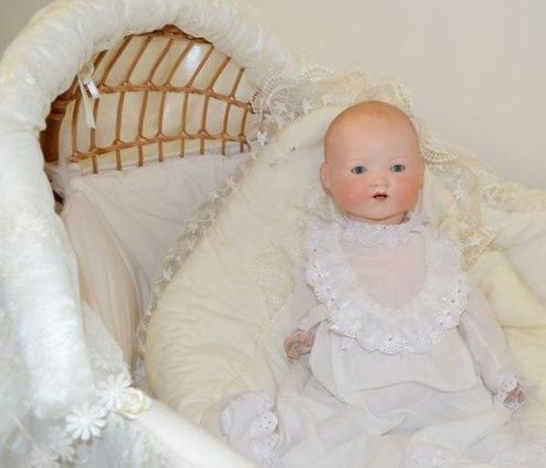 В Усадьбе Золотаревых начала работу выставка старинных уникальных кукол
