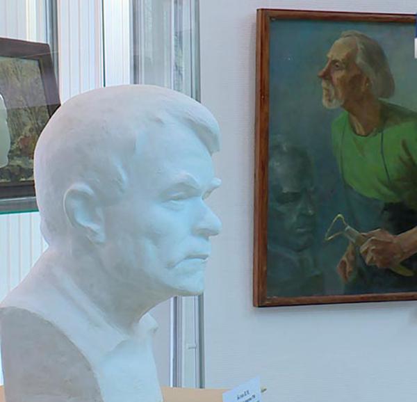 В зале Калужского Дома художника открылась выставка семьи Беловых