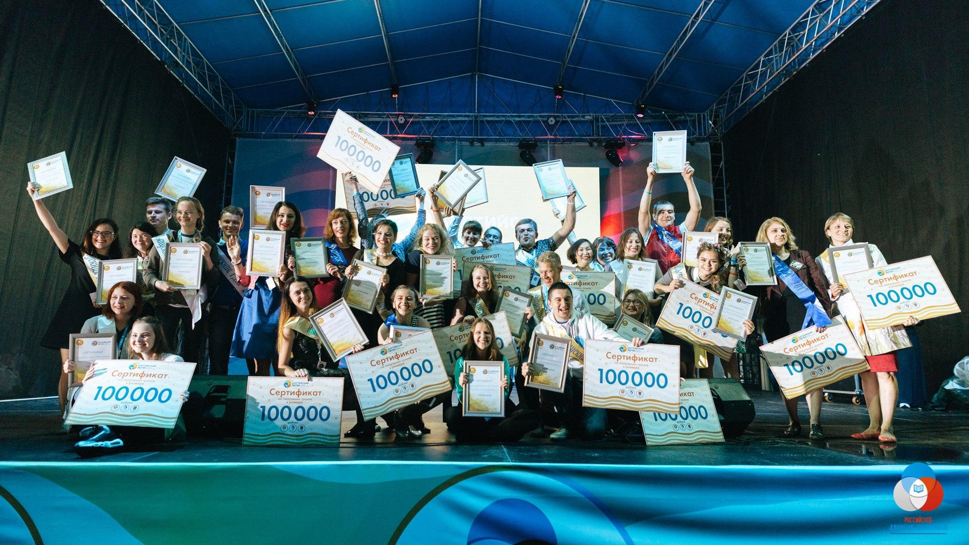 Педагог из Калужской области разработает пособие для российских школ