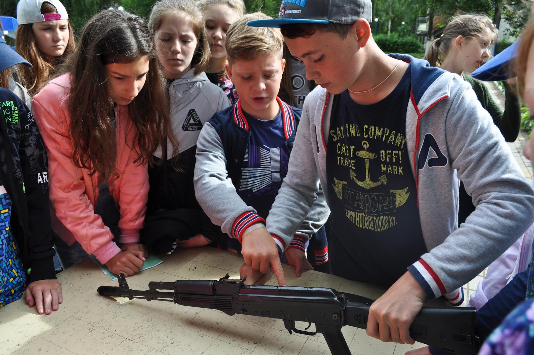 Школьники области соревновались в военно-тактической игре.