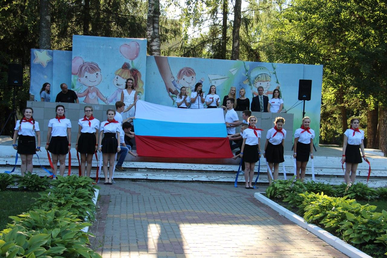 Калужские школьники отметили День флага Российской Федерации