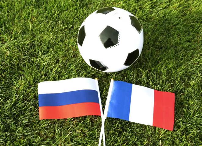 На стадионе в Анненках стартовал российско-французский футбольный турнир
