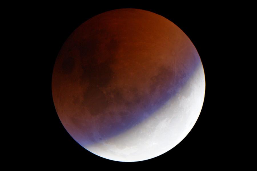 Сегодня ночью можно будет увидеть редкое лунное затмение