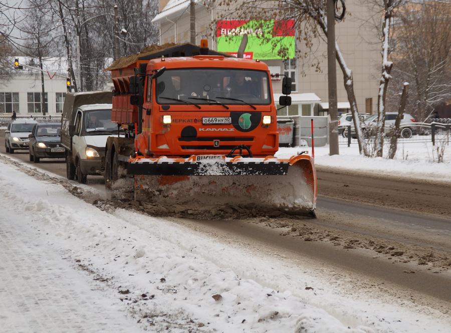 На уборку снегопада вышли десятки единиц спецтехники