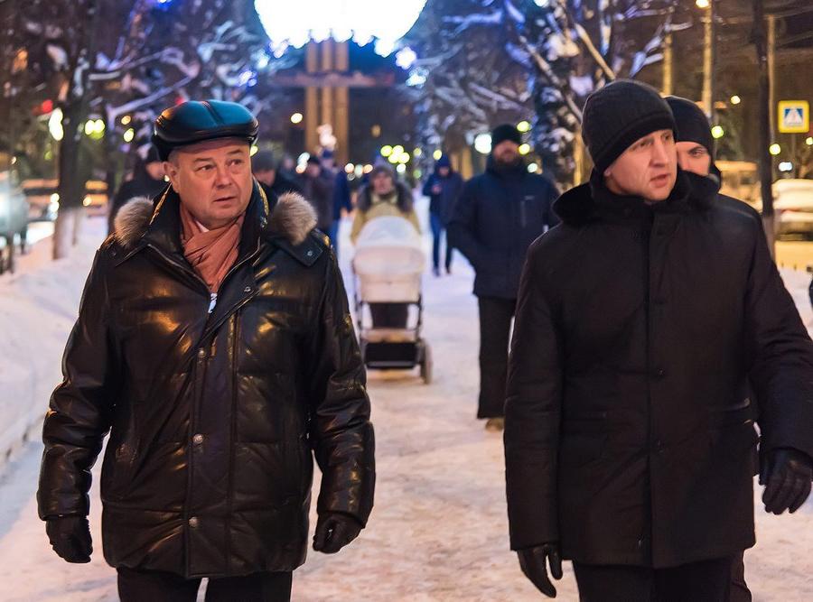Губернатор осмотрел новогодние украшения