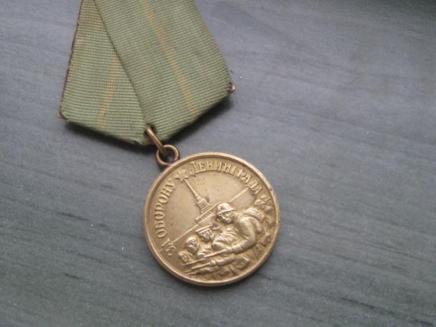 Блокадников Ленинграда наградили памятными медалями