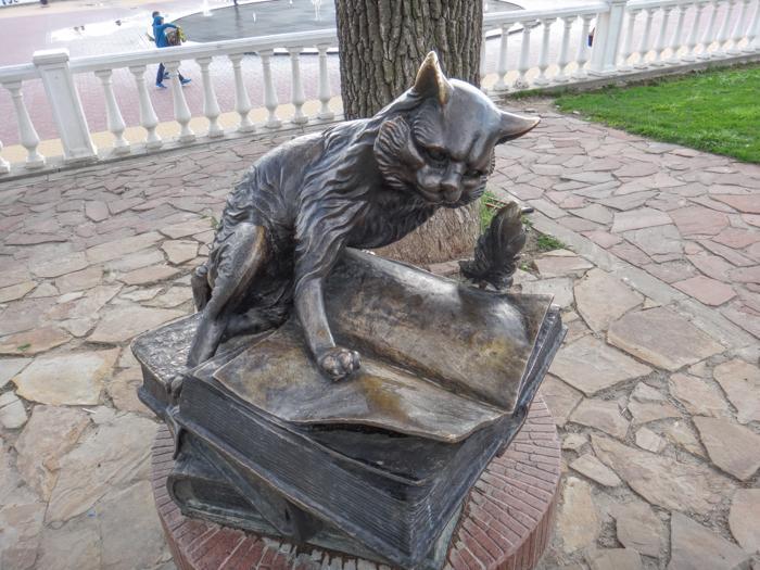 Скульптура «Кота учёного» переедет на новое место
