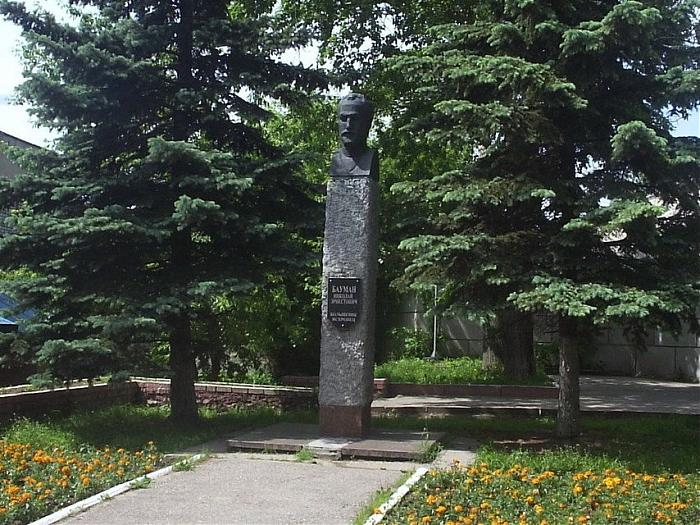 В 1971 году установлен бюст Н. Э. Баумана возле здания Калужского филиала МГТУ