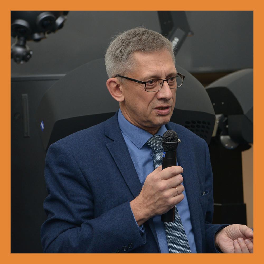 Профессор Сергей Язев рассказал о новостях Солнечной системы в планетарии музея истории космонавтики