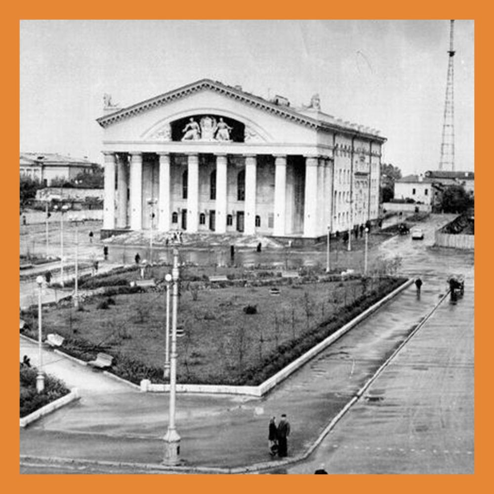 В 1958 году состоялось открытие нового здания Калужского областного драматического театра