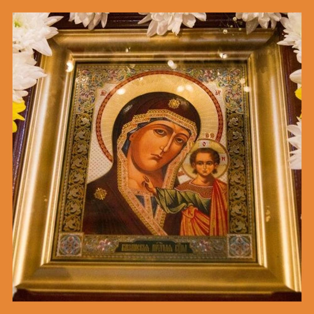 Православные верующие отмечают День Казанской иконы Божией Матери