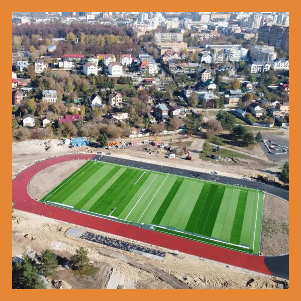 В Калуге идет строительство футбольного поля в сквере Волкова